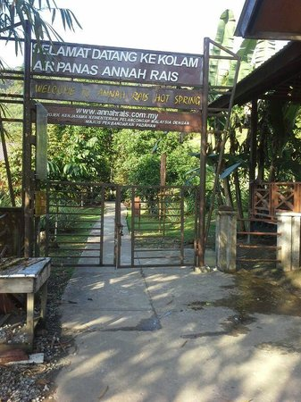 Annah Rais Hotsprings: Entrance to the Hot Spring site