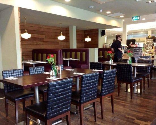 Delifonseca Dockside: Restaurant