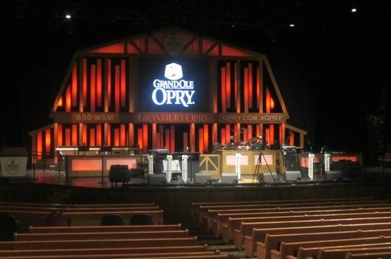 The Grand Ole Opry: Looking at the stage