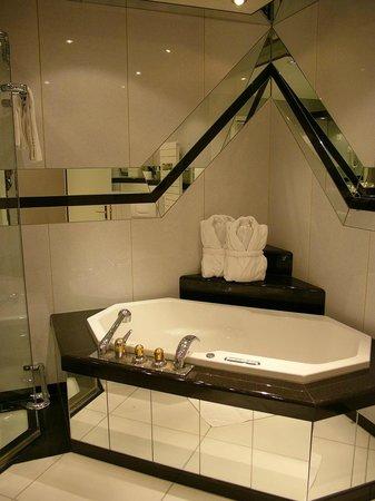 Grand Hotel Regina Grindelwald: Bath