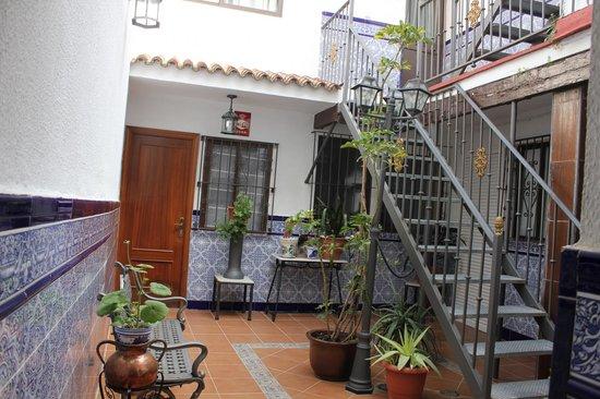 Hotel Nova Centro: внутренний дворик отеля у нашего номера