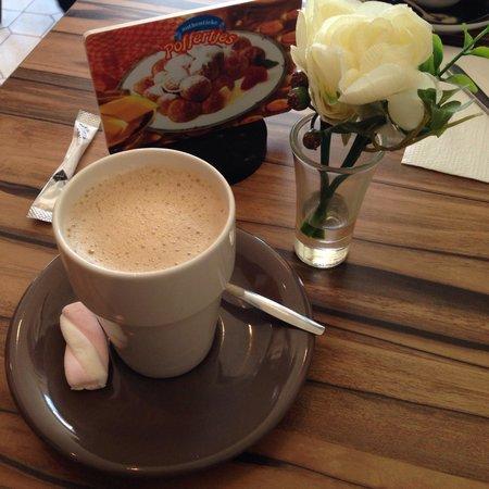 Sara's Pancake House: Coffee latte