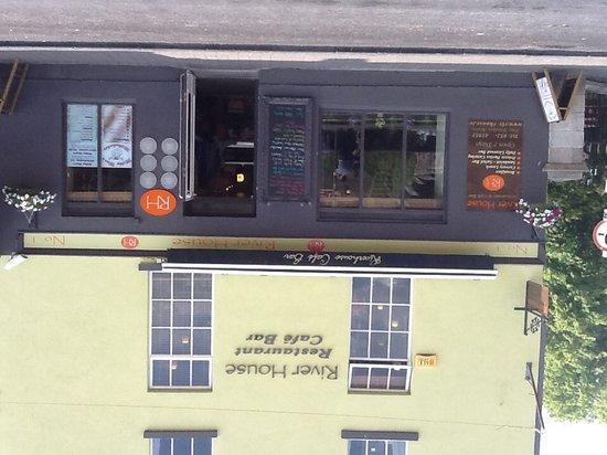 Riverhouse Restaurant: Front of Riverhouse