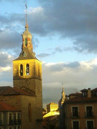 Iglesia de San Miguel Arcangel: torre de San Miguel. Atardecer