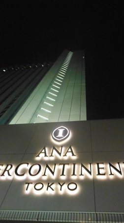 Ana Intercontinental Tokyo: the building at night
