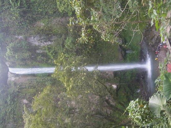 Casa Roca Inn: Katibawasan Falls, 5 min drive and 1 minute walk from Mambajao
