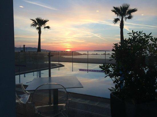 Pullman Cannes Mandelieu Royal Casino : Vue depuis le restaurant au petit-déjeuner