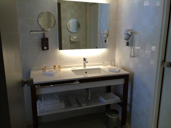 Pullman Cannes Mandelieu Royal Casino: Salle de bain avec douche