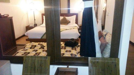 Peace Resort: Blick von balkon ins schlafzimmee
