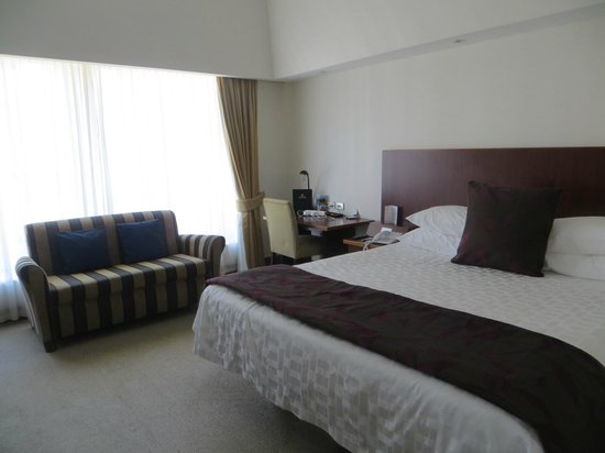 James Cook Hotel Grand Chancellor: the room we eventually were allowed to use