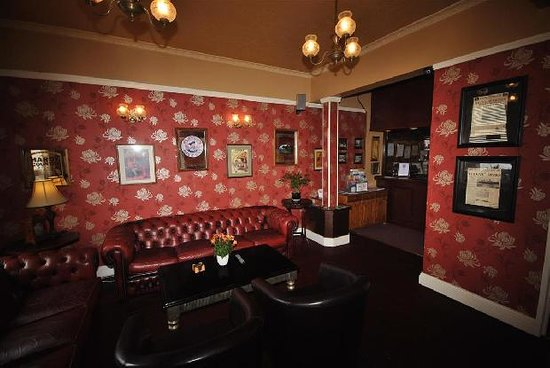The Bromley: Guest's lounge