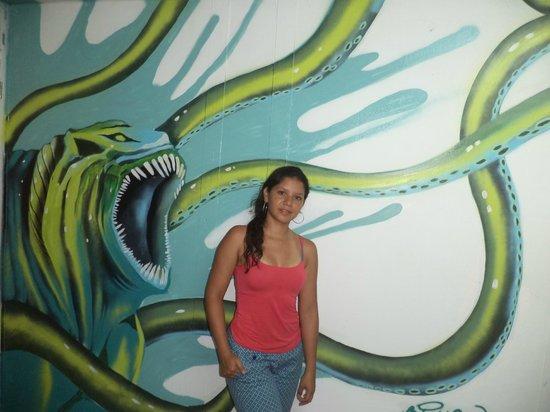Blue Almond Hostel: Uno de los murales del hostal