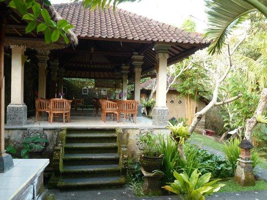 Ubud Bungalow: salle petit dej