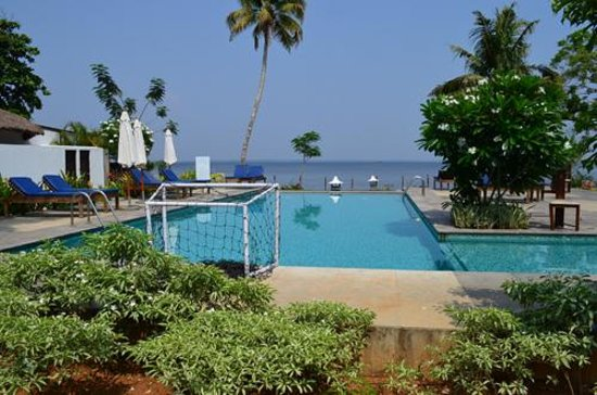 Deshadan Backwater Resort: Perfect little pool