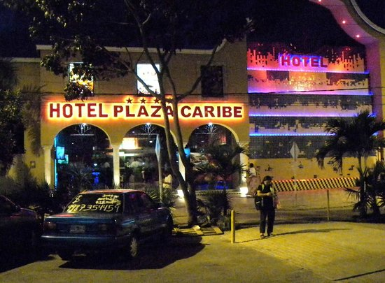 Hotel Plaza Caribe: Front of the hotel