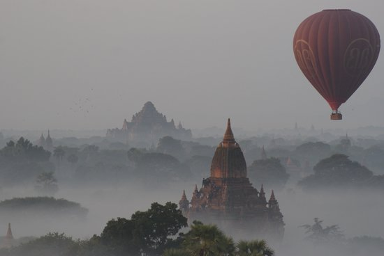 Balloons over Bagan: Frühkletterer
