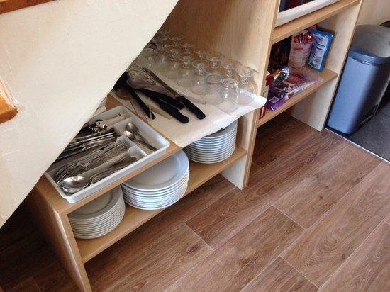 Residence Le Centaure & Spa: Vaisselle à l'air libre : pas du tout hygiénique