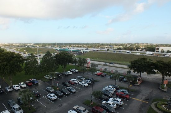 Stadium Hotel: Parking view