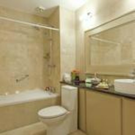 Riverside Park Hotel: Bathroom of Junior Suite