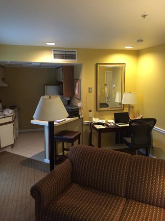 Quality Suites Buckhead Village: Lounge area with large kitchenette in background