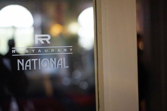 NATIONAL Restaurant Bar Terrasse: Eingang Restaurant National