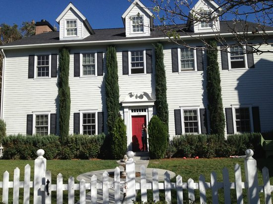 "Warner Bros. Studio Tour Hollywood: Casa de ""Pretty Little Liars"""