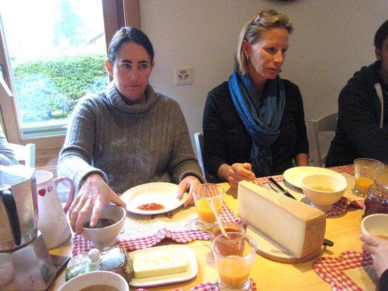 La ferme du bourgoz : breakfast table