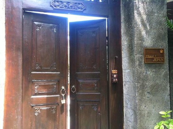 Kamuela Villas and Suite Sanur: entrée de la villa