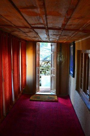 Banjara Retreat & Cottage - Sojha : Way to dining area