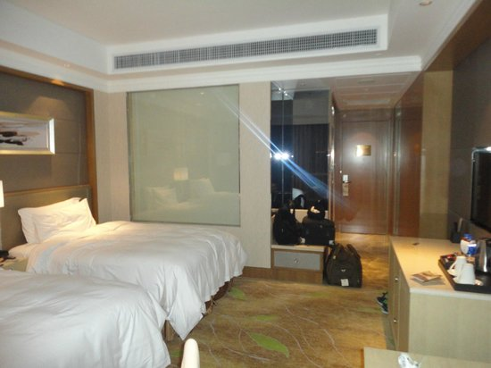 DoubleTree by Hilton Guangzhou: Bed Room