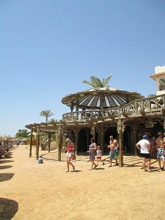Rehana Sharm Resort: beach bar, served strong cocktails, soft drinks, hotdogs & burgers