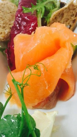 Rhubarb Bar & Brasserie: Beautiful Harrogate smoked salmon