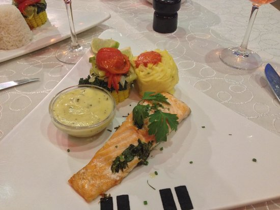 Aroma: Poached Salmon fillet and bernaise sauce