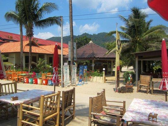 Coconut garden: Le bar, dans la cour