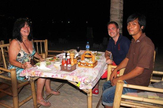 Coconut garden: Le soir, avec notre serveur préféré