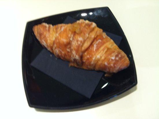 La Pastisseria Barcelona: Croissant con crema catalana