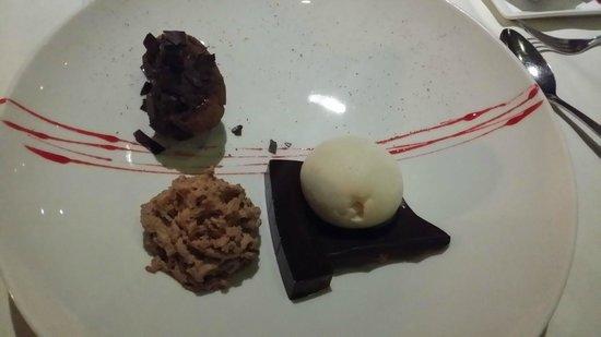 The Edge Restaurant Bar & Sushi : Molten chocolate- chilli cake...