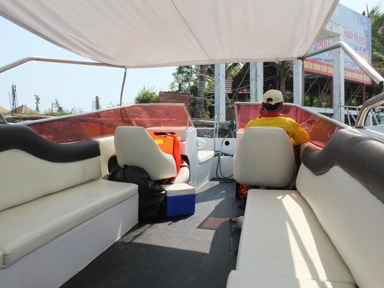 Palm Garden Beach Resort & Spa: Speed boat