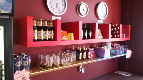Le Montclair Hostel: New Bar