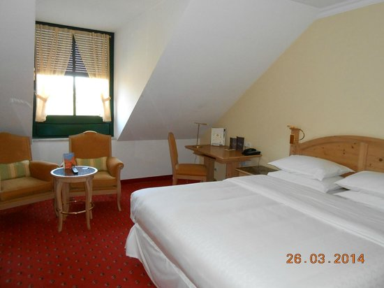 Sheraton Muenchen Airport Hotel: Room