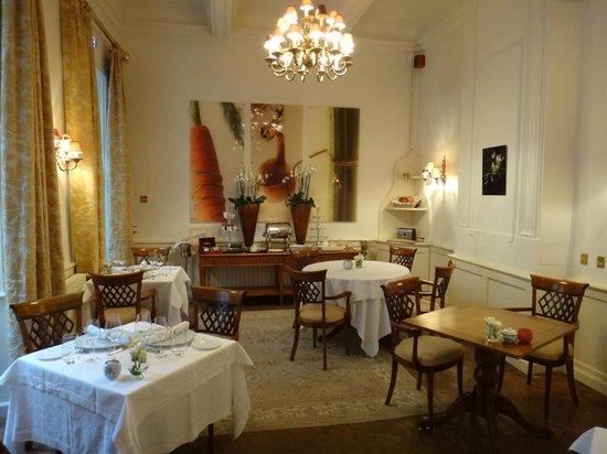 Relais Royal : la salle à manger au petit déjeuner