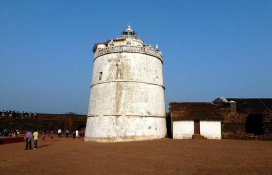 Fort Aguada : lighthouse