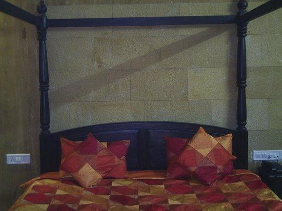 Hotel Jaisalmer Palace: Bedroom