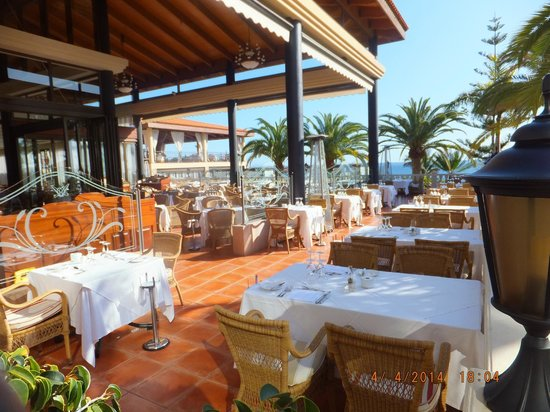 Iberostar Anthelia: dining outside