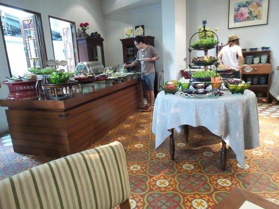 At Pingnakorn Hotel Chiangmai: Breakfast buffet.