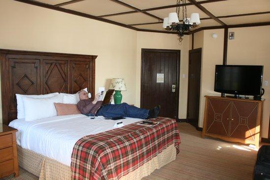 Fairmont Le Chateau Montebello: Our Room