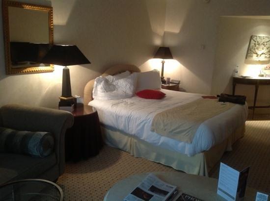 Phoenicia Hotel: king room