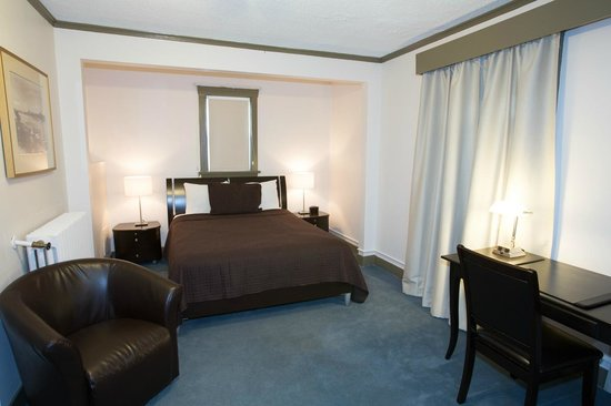 Buchan Hotel Vancouver Reviews