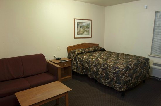 Value Place Silver Springs: in room