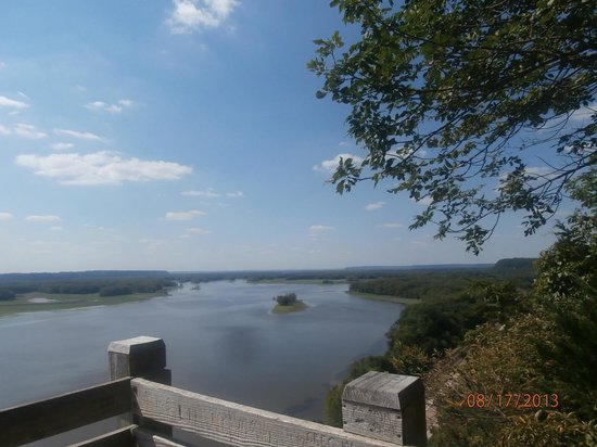 The Ludlow Mansion: high up on the Mississippi